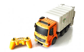 1/20 R/C Mercedes-Benz Antos Garbage Truck with batteries & USB charger