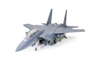 1/32 Boeing F-15E Strike Eagle with Bunker Buster