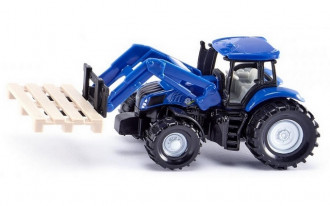 New Holland Tractor with fork for pallets
